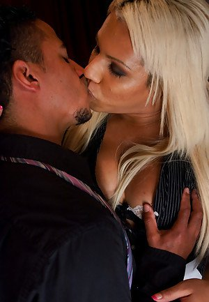 Shemale Kissing Porn